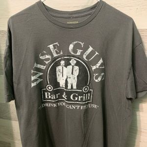 Wise Guys bar & grill printed tee